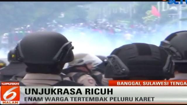 Bentrok memanas ketika polisi mengamankan sejumlah pengunjuk rasa guna membubarkan aksi.