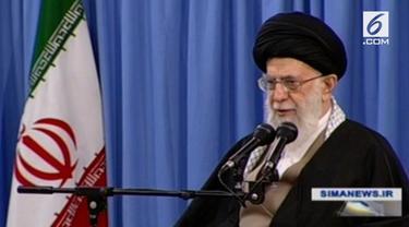 Pimpinan Iran Ayatollah Ali Khamenei mengatakan pejabat Amerika Serikat sebagai idiot papan atas dunia.