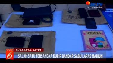 Badan Narkotika Nasional (BNN) Kota Surabaya mengamankan tiga pengedar sabu. Salah satu tersangka merupakan pasutri yang baru menikah siri selama dua bulan.