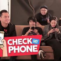Saat bertandang ke kantor Bintang.com, Nev Plus Dea diberi tantangan untuk bermain di Check My Phone. Seluruh Personel pun mendapat giliran untuk membongkar isi handphone mereka, hingga terjadi kehebohan saat membongkar isi galeri foto Andro. Kira-ki...