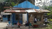 BPBD sudah mengirim 36 paket makanan siap saji, 25 karung beras, sarden, makanan bayi, hingga makanan tambahan gizi, bagi warga korban angin ganas di Kampar. (Liputan6.com/M Syukur)
