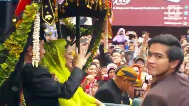 Ada yang menarik dalam kirab keluarga Presiden Jokowi di Medan tadi pagi.