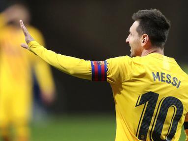 Striker Barcelona, Lionel Messi, saat melawan Atletico Madrid pada laga Liga Spanyol di Stadion Wanda Metropolitano, Minggu (22/11/2020). Barcelona takluk dengan skor 1-0. (AP/Bernat Armangue)