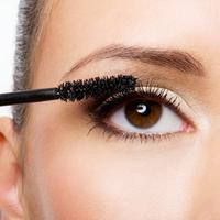 Keindahan mata sepertinya kurang sempurna jika kamu lupa menggunakan maskara, bukan? (Foto: lexlovescouture.files.wordpress.com)