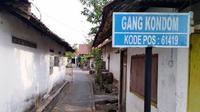 Nama Gang Kondom mendadak viral. Gang di Dusun Sumberwinong di Desa Banjardowo, Jombang, Jawa Timur, itu kini ramai dikunjungi warga yang penasaran. (Tim Jawapos.com/ Mardiansyah)