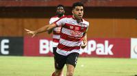 Bek Madura United, Fabiano Beltrame. (Bola.com/Aditya Wany)