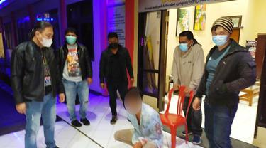 Hanya dalam waktu satu jam usai kejadian, petugas berhasil mengamankan pelaku di ruas jalan Rurukan-Kumelembuai, saat hendak melarikan diri ke Pusat Kota Tomohon.