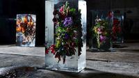 Pengunjung dibuat tercengang dengan ulah seniman botani Makoto Azuma. Apa yang ia lakukan?