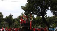 Demo buruh terkait UMP di depan Balai Kota. (Liputan6.com/Delvira Hutabarat)