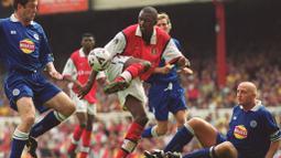 Partick Viera merupakan salah satu pemain kunci ketika Arsenal mendapatkan gelar The Invicibles pada Liga Inggris musim 2003/2004 karena meraih juara tanpa sekalipun merasakan kekalahan. Selama 9 musim ia berhasil mengoleksi 9 trofi bersama The Gunners. (Foto: AFP/Adrian Dennis)