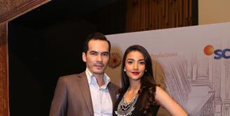 Pasangan suami istri Atalarik Syah dan Tsania Marwa bermain dalam 'Elif Indonesia' yang ditayangkan SCTV mulai 1 Februari 2016 pukul 17.30. (Andy Masela/Bintang.com)