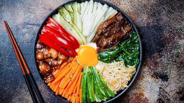 9 Makanan Khas Korea Yang Biasanya Ada Di Serial Drama Wajib
