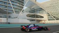 Sean Gelael menjalani program pengembangan ban Pirelli bersama Toro Rosso pada hari pertama tes F1 di Sirkuit Yas Marina, Abu Dhabi, Selasa (27/11/2018). (Media Sean Gelael)