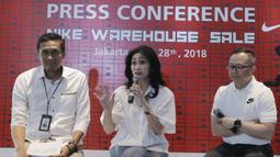 Direktur Konsumer BRI, Handayani, memberikan keterangan saat jumpa pers di Jakarta, Senin (28/5/2018). Menyambut Asian Games 2018 BRI dan Nike akan menggelar Nike Warehouse Sale di JCC pada 30 Mei- 3 Juni 2018. (Bola.com/M Iqbal Ichsan)