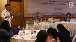 Kepala Pusat Riset Perikanan KKP RI Toni Ruchimat saat workshop untuk wartawan tentang perikanan berkelanjutan, Jakarta, Selasa (16/10). Our Ocean Conference akan diselenggarakan di Bali 29-30 Oktober 2018 mendatang.  (Liputan6.com/Angga Yuniar)