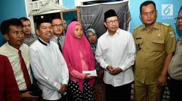 Menteri Agama Lukman Hakim Saifuddin dan Bupati Purwakarta mengunjungi keluarga pria yang dibakar hidup-hidup itu di kediaman mereka di Bekasi