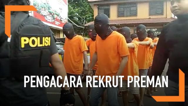 Pengacara berinisial NE menyuruh gerombolan preman menduduki lahan orang lain. Dia pun harus mempertanggungjawabkan perbuatan Polres Metro Jakarta Barat.