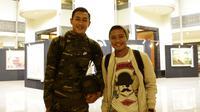 Pemain Indonesia, Evan Dimas dan Hansamu Yama, foto bersama sebelum meninggalkan penginapan di Hotel Sultan, Jakarta, Senin (25/11). Indonesia gagal lolos fase grup Piala AFF. (Bola.com/M Iqbal Ichsan)