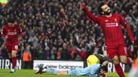 Penyerang Liverpool, Mohamed Salah, melakukan selebrasi usai membobol gawang Southampton pada laga Premier League di Stadion Anfield, Sabtu (1/2/2020). Liverpool menang 4-0 atas Southampton. (AP/Jon Super)