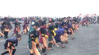 Pesan menjaga budaya negeri dari pemuda Gunung Bromo (Liputan6.com/ Dian Kurniawan)