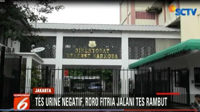 Roro Fitria ditangkap polisi di rumahnya di wilayah Pasar Minggu, Jakarta Selatan, pada 14 Februari 2018. Polisi berhasil menyita barang bukti narkoba jenis sabu seberat 2,4 gram.