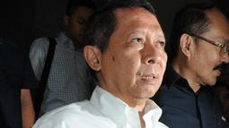 Ekspresi RJ Lino usai menjalani pemeriksaan Bareskrim, Jakarta, Kamis (28/1/2016). RJ Lino diperiksa untuk kelima kalinya sebagai saksi perkara dugaan korupsi pengadaan mobile crane. (Liputan6.com/Helmi Affandi)