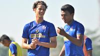 Hugo Guilherme saat berlatih bersama Arema FC. (Bola.com/Iwan Setiawan)