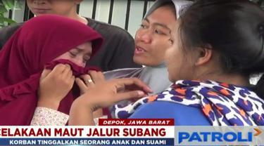 Keluarga dan tetangga korban tak kuasa menahan tangis melihat kedatangan jenazah wanita 35 tahun itu di rumah duka.