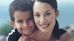 Potret Nadya bersama Tyrone kecil yang imut banget dan mamanya yang masih cantik sampai sekarang. (Liputan6.com/IG/@tyroneinlife)
