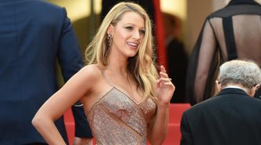 20160511-Blake Lively Tetap Tampil Seksi nan Glamor-Prancis
