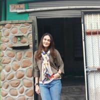 Luna Maya saat mengunjungi rumah mendiang Suzzanna di Magelang, Jawa Tengah. (Rizky Aditya Saputra/Liputan6.com)