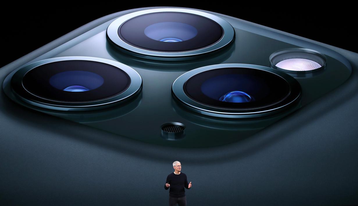 CEO Apple Tim Cook mengumumkan peluncuran iPhone 11 Pro di Steve Jobs Theatre, Cupertino, California, Amerika Serikat, Selasa (10/9/2019). Apple resmi merilis iPhone 11, iPhone 11 Pro, dan iPhone 11 Max Pro. (Justin Sullivan/Getty Images/AFP)