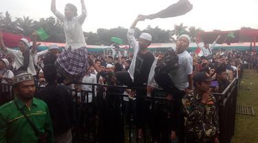 Ribuan santri nampak gembira mengikuti deklarasi Ngahijikeun Garut untuk pemenangan Capres Jokowi di Garut