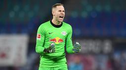 Peter Gulacsi. Kiper Hongaria berusia 31 tahun ini didatangkan dari RB Salzburg pada musim 2015/2016 dengan harga 3 juta euro saat RB Leipzig masih bermain di Bundesliga 2. Total hingga musim lalu telah tampil dalam 224 laga dengan mencatat 72 clean sheet. (Foto: AFP/Pool/Annegret Hilse)