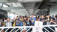 Fans menunggu kedatangan bintang NBA, Stephen Curry, di Mall of Asia Arena, Manila, Jumat (7/9/2018). (Bola.com/Yus Mei Sawitri)