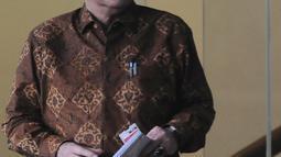 Menteri Dalam Negeri Tjahjo Kumolo seusai menjalani pemeriksaan di Gedung KPK, Jakarta, Jumat (25/1). Tjahjo Kumolo dimintai keterangan untuk melengkapi berkas penyidikan Bupati nonaktif Bekasi Neneng Hasanah Yasin (NHY). (Liputan6.com/Herman Zakharia)