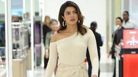 Priyanka Chopra yang telah eksis di industri Hollywood ternyata masih belum bisa mengalahkan Deepika Padukone (Instagram/@pcourheartbeat)