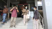 Pemimpin Redaksi Liputan6.com, Irna Gustiawati usai melaporkan serangan doxing terhadap jurnalisnya ke Polda Metro Jaya, Senin (21/09/2020). Serangan doxing atau pelacakan dan pembongkaran informasi pribadi bertujuan negatif dilancarkan terkait karya jurnalistik korban (Liputan6.com/Herman Zakharia)