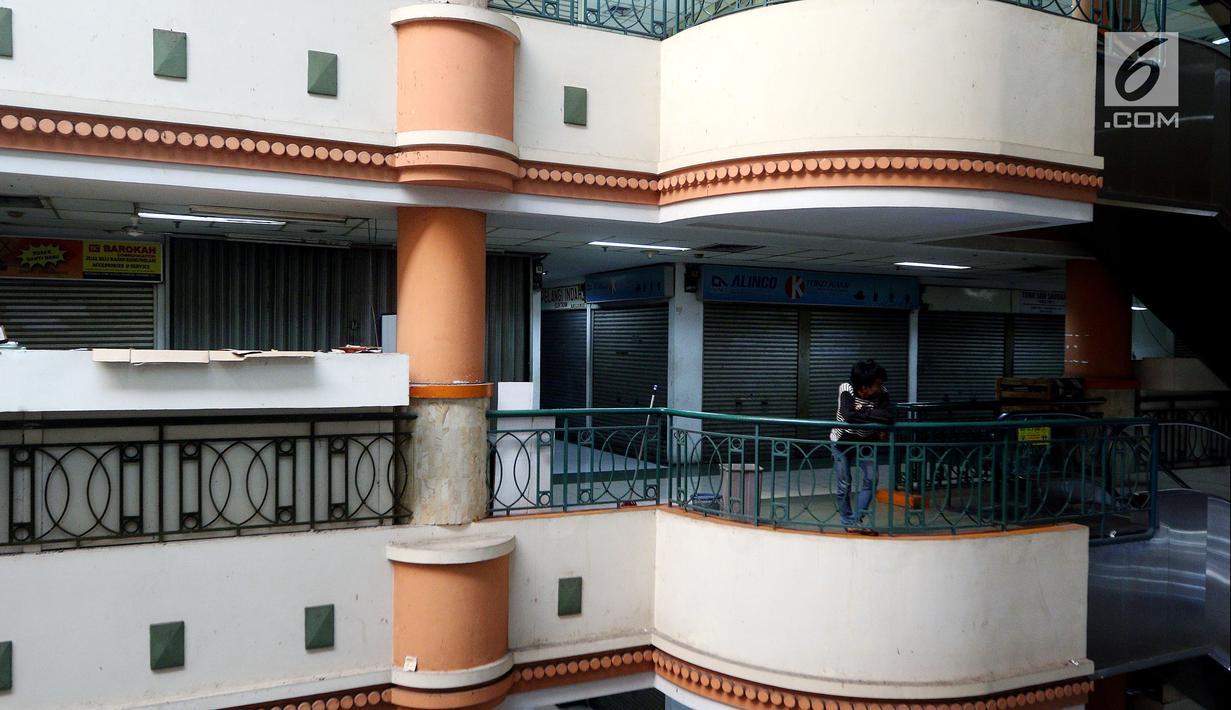 Suasana pertokoan elektronik Glodok di Jakarta, Minggu (17/6). Hampir 90 persen pertokoan di Glodok tutup pada Lebaran tahun ini. (Liputan6.com/JohanTallo)