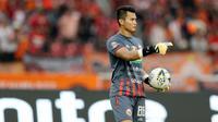 Kiper Persija Jakarta, Shahar Ginanjar, saat melawan PSM Makassar pada laga Liga 1 2019 di SUGBK, Jakarta, Rabu (28/8). Kedua tim bermain imbang 0-0. (Bola.com/M Iqbal Ichsan)