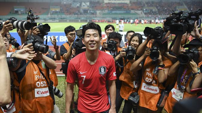 Kapten Timnas Korea Selatan U-23, Son Heung-min, seusai laga final sepak bola Asian Games 2018 kontra Jepang di Stadion Pakansari, Cibinong, Sabtu (1/9/2018). (Bola.com/Dok. INASGOC)#source%3Dgooglier%2Ecom#https%3A%2F%2Fgooglier%2Ecom%2Fpage%2F%2F10000