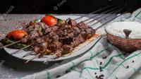 Ilustrasi cara, membuat sate, daging kambing. (Photo by 8photo on Freepik)