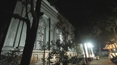 Makam Adipati Surakarta yang berada dibukit Matesih ini seolah menjadi saksi akan kejayaan masa lalu. bangunan makam yang terbuat dari baja dan dipesan lalu dari prancis ini seolah menandakan pada zaman dahulu Raden Mas Sudira, menjadi penguasa kaya.
