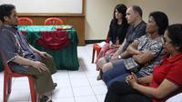Keluarga Korban Bom Bali Bertatap Muka dengan Ali Imron (SBS)