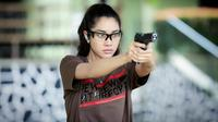Widi Vierratale dan senjata api (Instagram/_widikidiw_