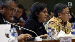 Menteri Keuangan Sri Mulyani saat mengikuti rapat kerja bersama Komisi XI, di Kompleks Parlemen, Senayan, Jakarta, Rabu (16/1). Rapat kerja beragendakan membahas perekonomian tahun 2019.( Liputan6.com/JohanTallo)