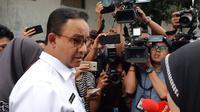 Gubernur DKI Jakarta Anies Baswedan menyambangi RS Tarakan, Jakarta, Rabu (22/5/2019). (Liputan6.com/ Fachrur Rozie)