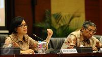Menkeu Sri Mulyani  dan Wamen Mardiasmo  saat konferensi pers APBN 2017 di kantor Kemenkeu, Jakarta, Kamis (27\10). Sebagian pengusaha dan perusahaan di sektor minerba dan migas tidak patuh membayar pajak. (Liputan6.com/Angga Yuniar)