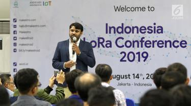 Field Appication Engineer Semtech Hari Venkatesh saat menjadi pembicara dalam Indonesia Long Range Conference (IDLoRaCon) 2019 di Function Hall Emtek City, Jakarta, Rabu (14/8/2019). IDLoRaCon 2019 membahas hal-hal yang berhubungan dengan Internet of Things (IoT). (Liputan6.com/Herman Zakharia)