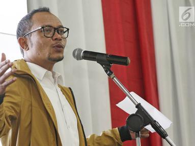 Menaker Hanif Dhakiri memberi sambutan saat meresmikan Innovation Room, Jakarta, Kamis (28/6). Kemnaker meresmikan ruang inovasi bertujuan membantu anak-anak muda mengembangkan bisnis digital dan proyek kreatif. (Liputan6.com/Herman Zakharia)